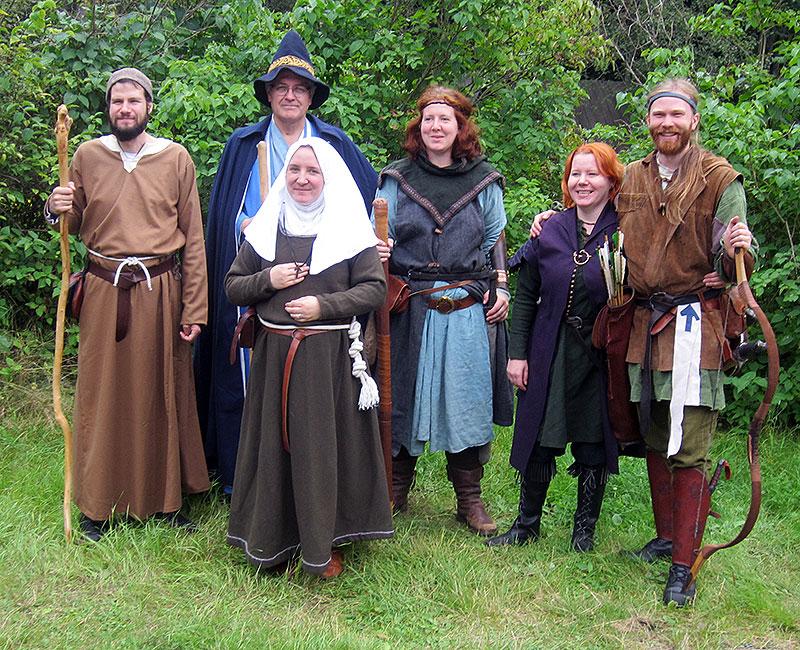 Nyckelns Väktares utsända på plats. Från vänster: broder Asulf; magikern Aemilius Clarus; moder Elarka av Örnevall; adept Kari Almodsdotter; Liv Aresdotter; Eskil Bursson. Foto: Theo Axner, 2015