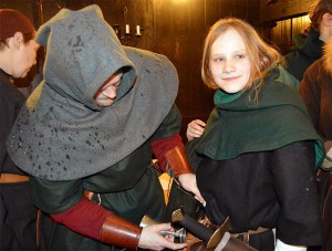 Roald från Högåsen och hans dotter Alfrid, två medlemmar av Drakfåglarnas fortifikationsrote.  Foto: Camilla Mörn