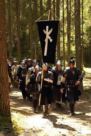 Den Furstliga eskorttruppen på marsch.  Foto: Kalle Lantz