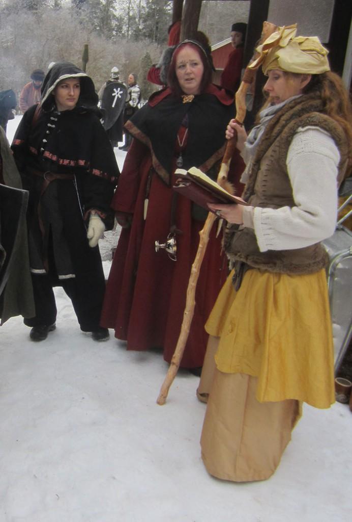 De tre magikerna i den Furstliga forskningsexpeditionen. Fr v: adept Gáddjá, Kollegiet; prior Lidelle, Rödkåporna; maga Solaris, Kollegiet. (Foto: Theo Axner, 2017)