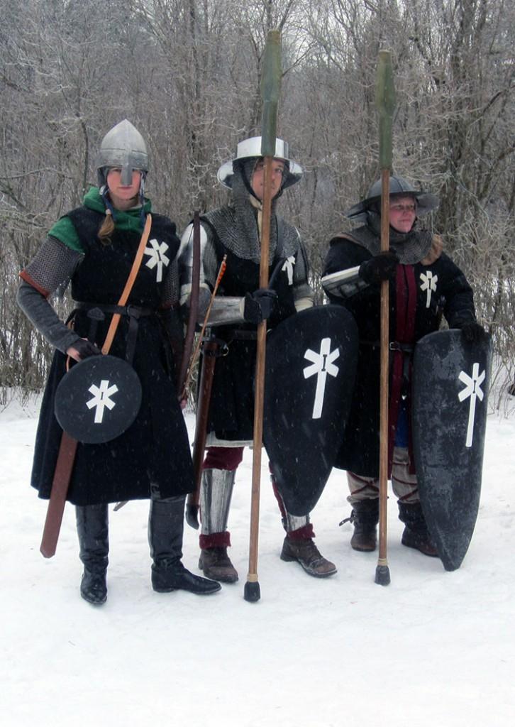 De tre legionärerna som var förlagda på Hammargården. Fr v: Torun Grävare, Atle, korpral Korpvinge. (Foto: Theo Axner, 2017)