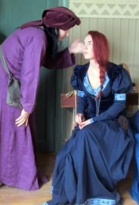 Den mystiske rådgivaren Harjo/Hauriel och adept Othilia, en magiker från Dolgavien.   Foto: Theo Axner (2017)