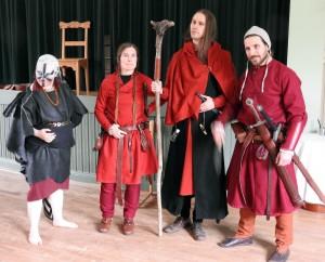 Från vänster: shamanen Odört av Skymningsstammen; syster Sayanun, Salamander; prior Axe, Rödkåpa; broder Keosh, Salamander.  Foto: Leif Eurén (2017)