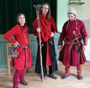 Från vänster: syster Sayanun, Salamander; prior Axe, Rödkåpa; broder Keosh, Salamander.  Foto: Anno Odén (2017)